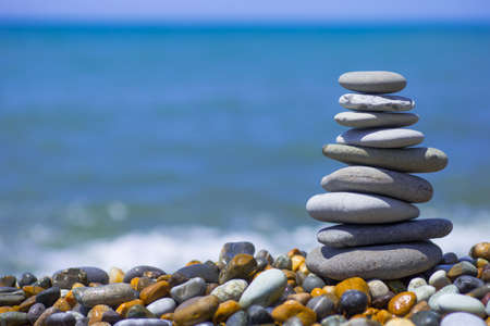 Stack of zen stones near sea. Harmony, balance. 版權商用圖片