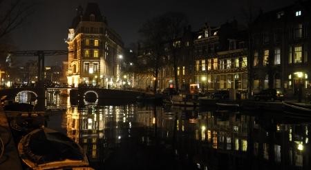 Amsterdam by night Standard-Bild