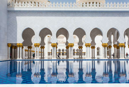 sheikh zayed mosque: ABU DHABI, UAE - MAY 13, 2014: Sheikh Zayed Mosque in Abu Dhabi, considered to be the key for worship in the United Arab Emirates Editorial