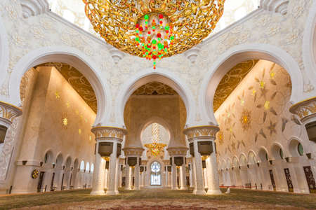 ABU DHABI, UAE - MAY 13, 2014: Sheikh Zayed Mosque in Abu Dhabi, considered to be the key for worship in the United Arab Emirates 에디토리얼