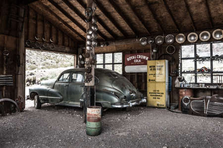 NELSON , USA - JUNE 10 : Rusty old vintage car in abandoned mechanic garage Nelson Nevada ghost town on June 10 ,2015 에디토리얼
