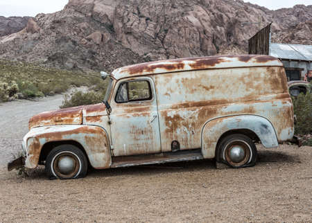 Old vintage car truck abandoned in the desert 스톡 콘텐츠 - 144234859