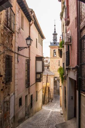 tło pejzaż wąskie uliczki starego miasta w Toledo