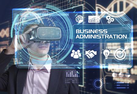 administracion de empresas: Negocio, Tecnología, Internet y el concepto de red. hombre de negocios joven que trabaja en gafas de realidad virtual ve la inscripción: administración de empresas