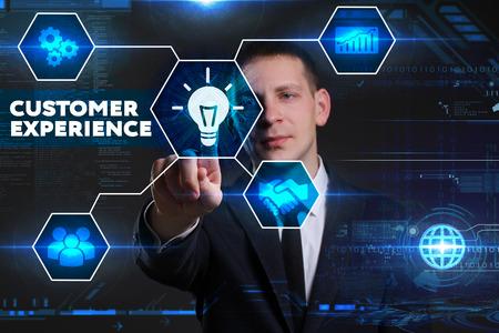 ビジネス、技術、インターネット、ネットワークのコンセプトです。若いビジネスマン、将来の仮想黒板に取り組んで彼は碑文を見る: 顧客満足度 写真素材