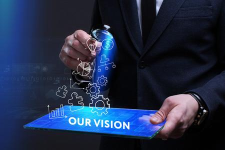 ビジネス、技術、インターネット、ネットワークのコンセプトです。未来の仮想画面に取り組んでいる青年実業家と碑文を見ている: 私たちのビジョン 写真素材 - 73821291