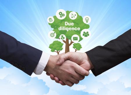 技術、インターネット、ビジネス、ネットワークの概念。ビジネスマン握手: デューデリジェンス