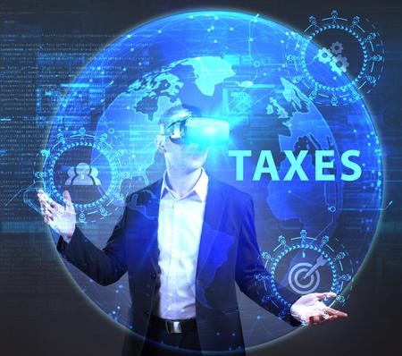 ビジネス、技術、インターネット、ネットワークのコンセプトです。未来の仮想画面に取り組んでいる若い起業家、碑文を見る: 税金