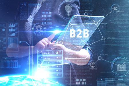 Das Konzept von Business, Technologie, Internet und Netzwerk. Ein junger Unternehmer, der an einem virtuellen Bildschirm der Zukunft arbeitet und die Inschrift sieht: B2B Standard-Bild