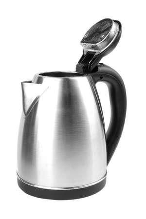 Een elektrische roestvrij staalketel die op een witte achtergrond wordt geïsoleerd. Een nieuwe technologie voor het bereiden van warme dranken voor het ontbijt. Een geopende zwarte en grijze theepot. Modern levensstijlconcept.