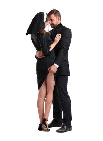カトリックの司祭と修道女の白い背景に分離されました。 写真素材