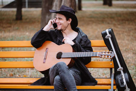 manpower: Phone and classic guitar