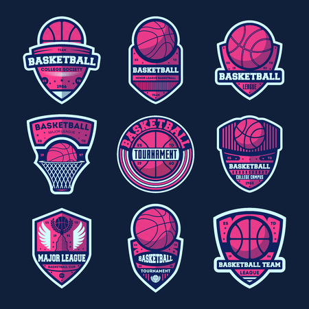 Basketbal league geïsoleerde label set. Basketbaltoernamenteken, het symbool van het universiteitskampioenschap, het pictogram van de sportmaatschappij, atletisch kampembleem. Basketbal team badge collectie vectorillustratie Stock Illustratie
