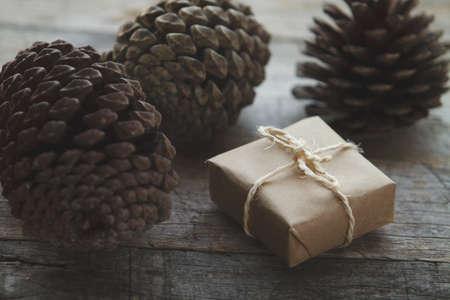 bucle: El paquete de regalo, lazo de cuerda y pi�as