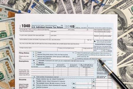 1040 tax form on us money