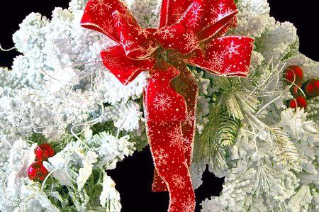 guirnaldas de navidad: Corona Roja de Bow de Navidad con bordes acentuados
