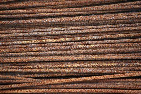 rejas de hierro: Varias barras de hierro oxidado. Foto de archivo