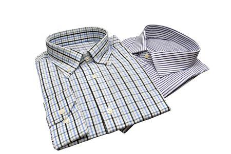 playeras: Dos camisas para hombres aislados sobre blanco. Concepto de moda