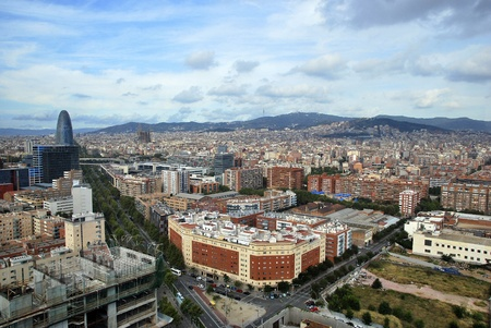barcelone: Vue aérienne de Barcelone. Diagonal, Sagrada Familia, Torre Agbar, Tibidabo. Banque d'images