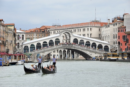 rialto bridge: Gondoliers standing on their gondolas near Rialto bridge  Venice, Italy Editorial