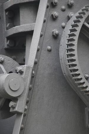 maquinaria pesada: Maquinaria pesada vieja pintada en color gris. Equipo de industria