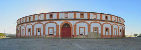 corrida de toros: Plaza de toros de la fachada en la ciudad de Trujillo, Cáceres, Extremadura, España