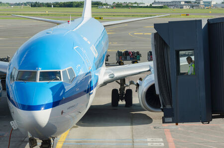 kastrup: COPENHAGEN, DENMARK - JUNE 7: A KLM airplane ready to receipt passengers, on June 7, 2014. KLM is one of the most knowed aircraft lines in the world Editorial