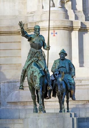 don quijote: Estatua de bronce de Don Quijote y Sancho Panza en la Plaza de España, Madrid