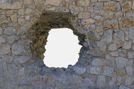 pared rota: Agujero. Gran agujero en una pared de piedra. Lophole