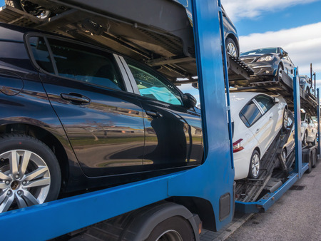 Some cnew cars in a car transport. Truck car carrier Foto de archivo