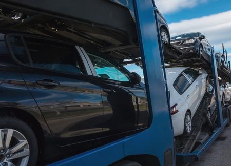 トレーラー。車の多くのキャリア車