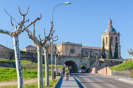 castile and leon: People walks to the entrance gate of Ciudad Rodrigo, Salamanca, Castile and Leon, Spain