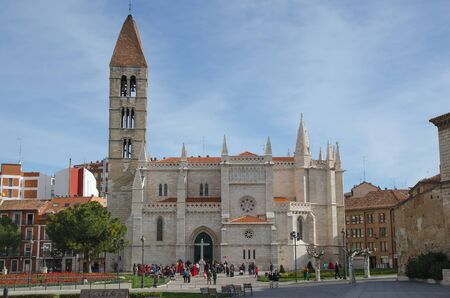 crenellated tower: VALLADOLID, SPAIN - MARCH 29, 2015: People near the church of Santa Maria la Antigua in the city of Valladolid. Castile and Leon, Spain