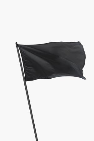Schwarze Fahne schwenkte auf den Wind über weißem isoliert Standard-Bild - 66409181