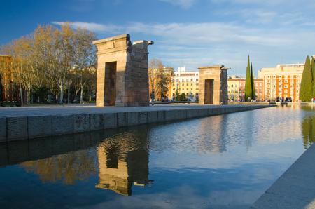 People walking around debod temple in the city of Madrid, Spain Imagens