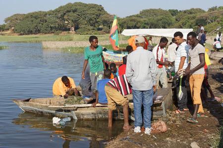 city fish market: AWASSA, ETHIOPIA - NOVEMBER 16, 2014: People on the fish market of Awassa on November 16, 2014 in Awassa, Great Rift Valley, Ethiopia, Africa