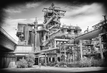 Duisburg, Allemagne - 10 juin 2017: ruine industrielle de l'ancienne économie le 10 juin 2017 à Landschaftspark Duisburg, Allemagne, Europe Banque d'images - 86658925