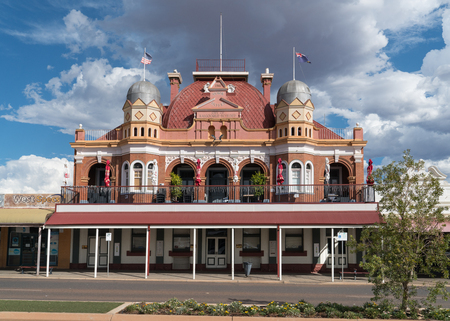 KALGOORLIE, AUSTRALIA - JANUARY 27, 2018: Historic buildings of the city of Kalgoorlie on January 27, 2018 in Western Australia 版權商用圖片 - 101946839