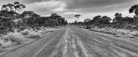 Typical unsealed road within the outback of Western Australia 版權商用圖片