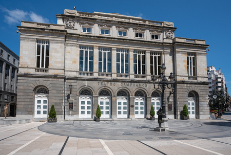 OVIEDO, SPAIN - AUGUST 18, 2018: Front of the theatre of Oviedo with blue sky on August 18, 2018 in Spain Stok Fotoğraf - 117053697