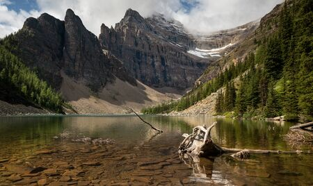 Panoramic image of Lake Agnes, a quiet place surrounded by the Rocky Mountains close to Lake Louise, Banff National Park, Alberta, Canada Imagens