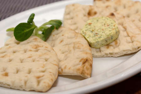 flad: fresh and singular pita bread with herb butter