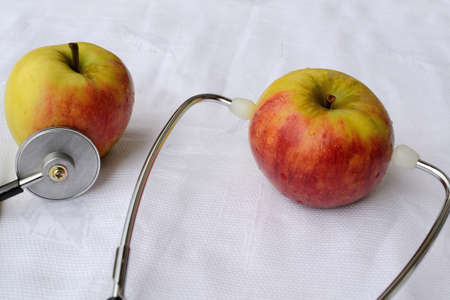 smack: Apples with stethoscope symbol of healthy diet and lifestyle Stock Photo