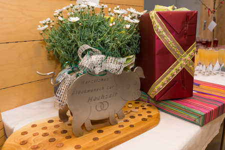 creative ideas for wedding gifts