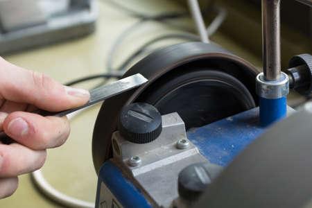 sharpen: With wet grinder sharpen chisels