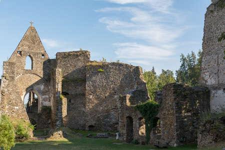 edad media: Ruina del castillo Schaunberg de la Edad Media - Austria