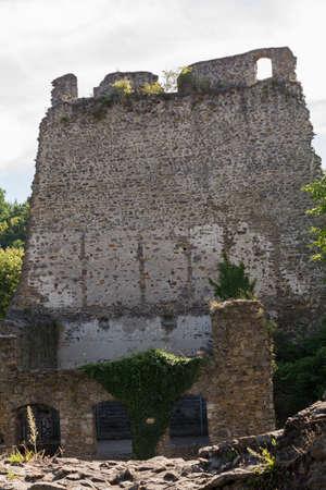edad media: Restos del castillo Schaunberg de la Edad Media - Austria