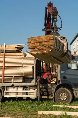 consignment: With truck crane timber is lifted by truck