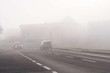mauvaise visibilité pour les automobilistes conduit à un risque accru d'accidents Banque d'images