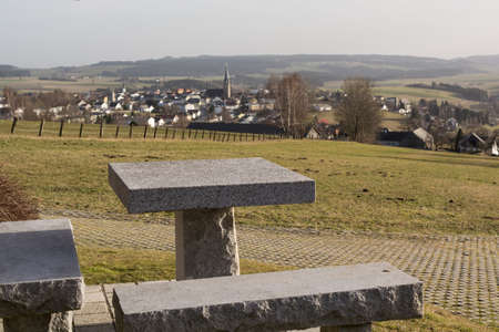 clinic history: Vista desde la zona de descanso en la peque�a ciudad de Bad Leonfelden en el campo - Austria Foto de archivo